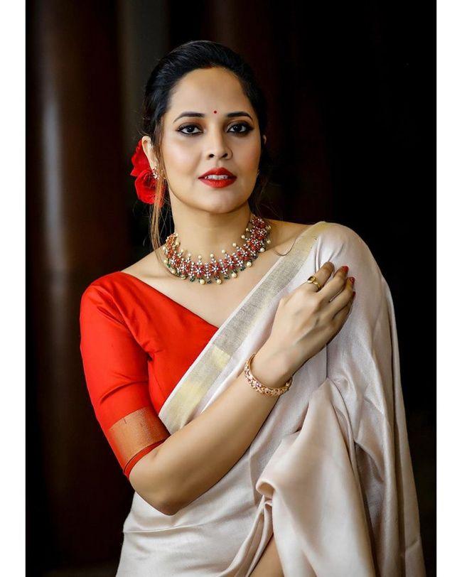 Anasuya Bharadwaj Stunning Saree Looks