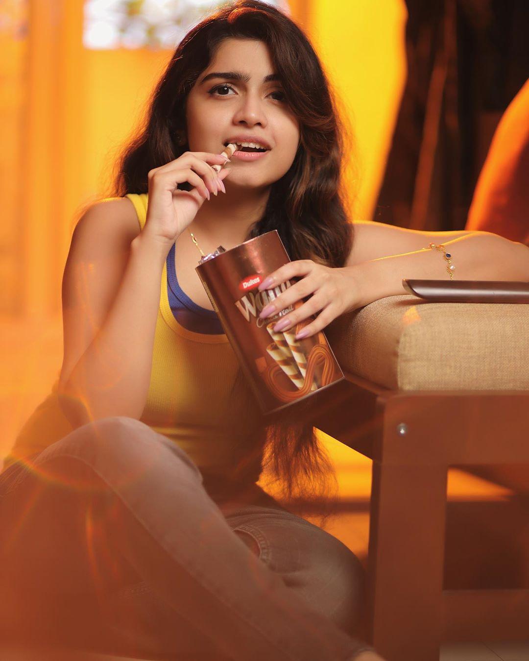 Manasa Radhakrishnan Hot photos and latest movie news (2)