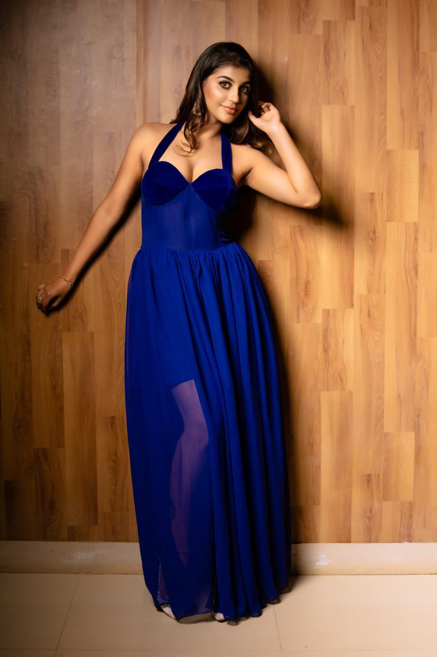 Actress Yashika Aannand latest Sexy Photo shoot
