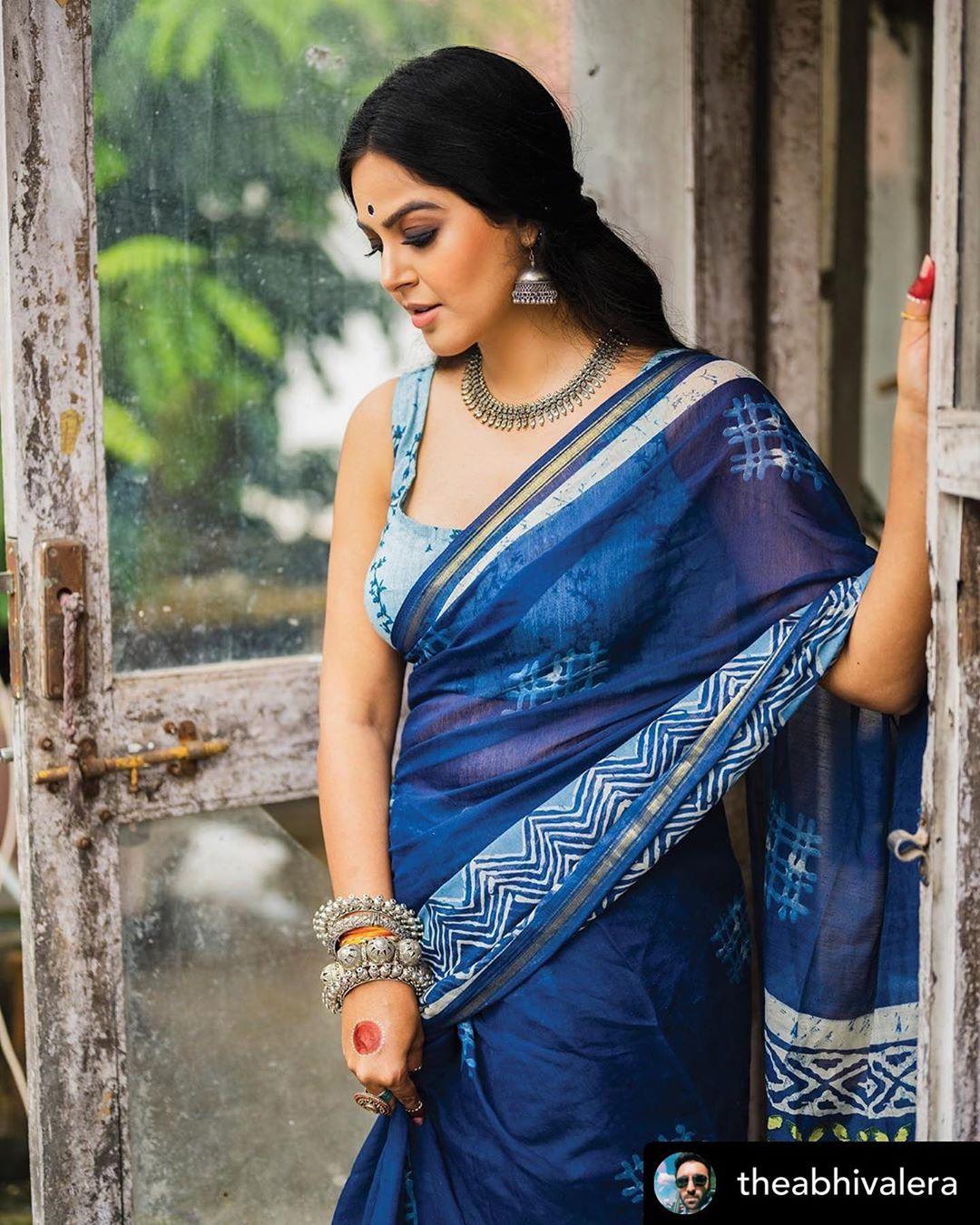 Bigg Boss Telugu 4 fame Monal Gajjar hot Photos and movie news