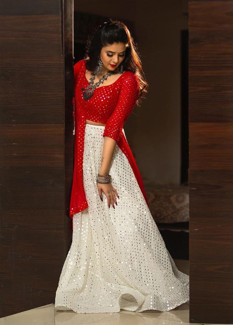 Telugu Actress Sreemukhi hot images and news