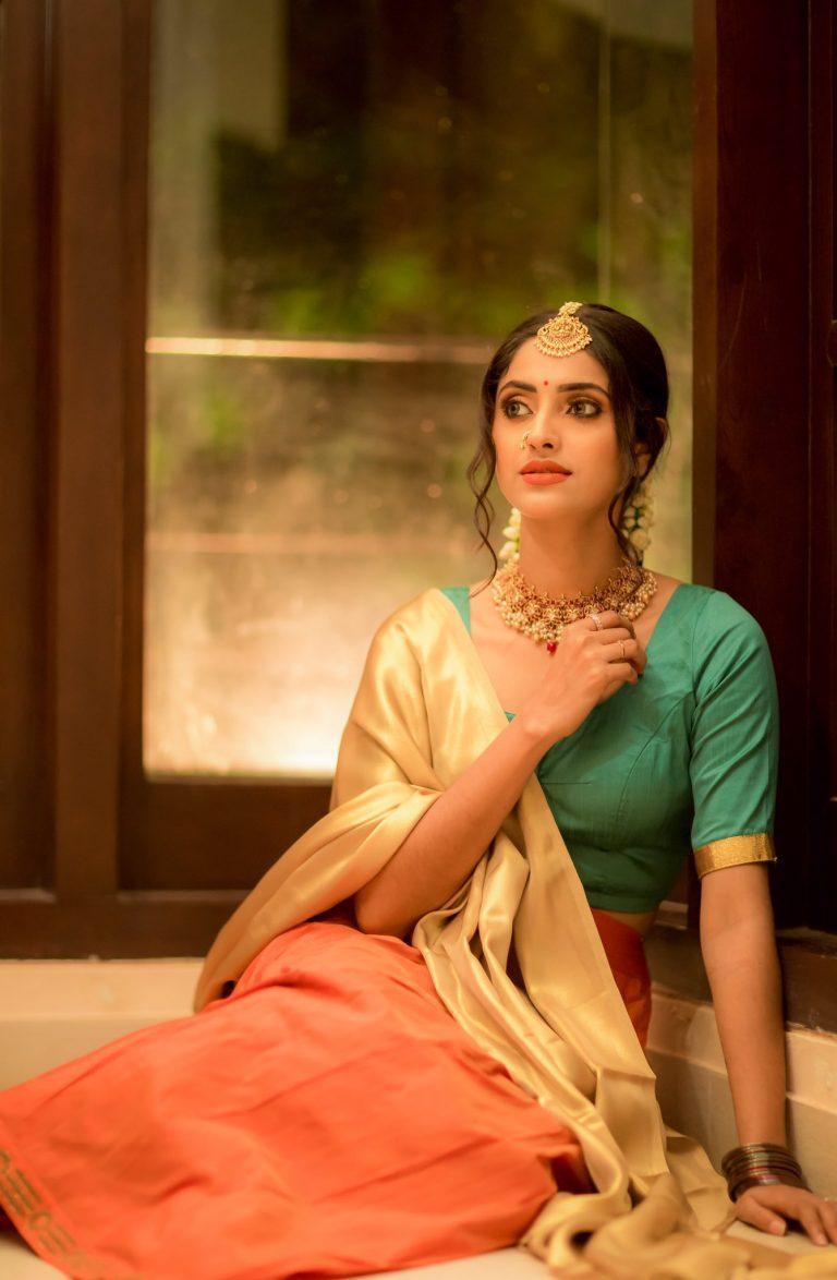 Tamil Actress Ayesha Hot Saree Photos