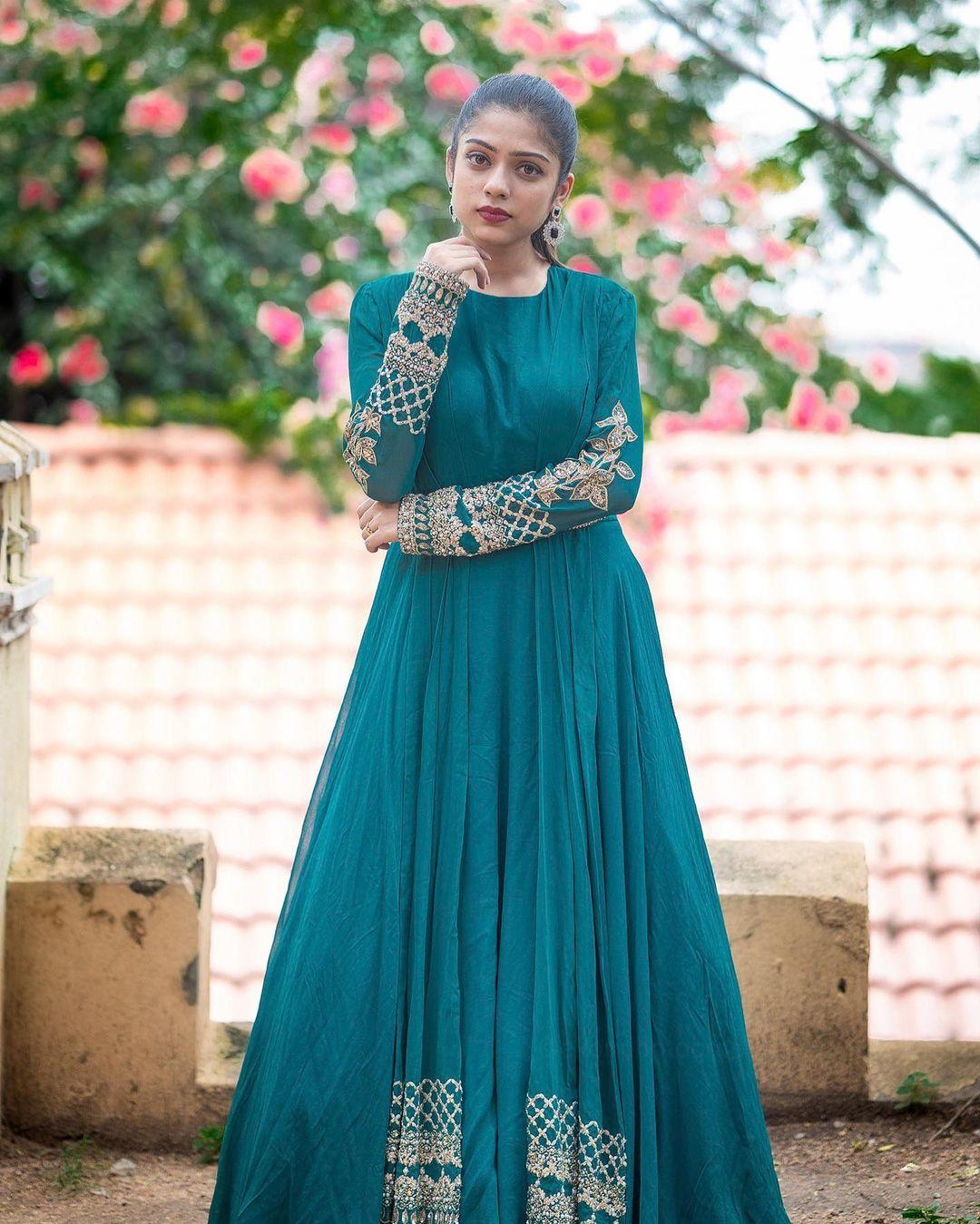 Telugu Actress Varsha Bollamma Hot images, gallery, sexy photos, Movies, News