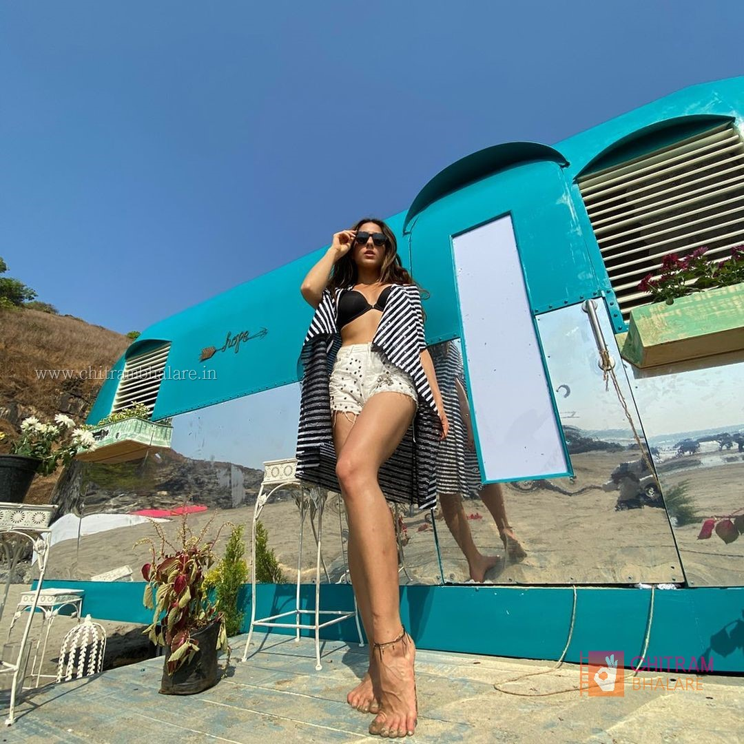 Sara Ali Khan sexy photo shoot and bikini photos