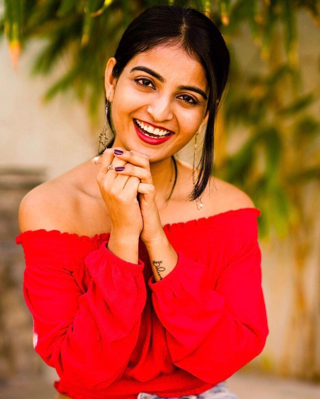 Vakeel Saab Star Cast Ananya Nagalla Hot images and Sexy photos