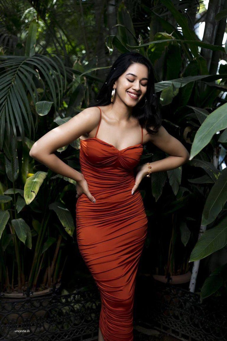 Mirnalini Ravi Cute Photos