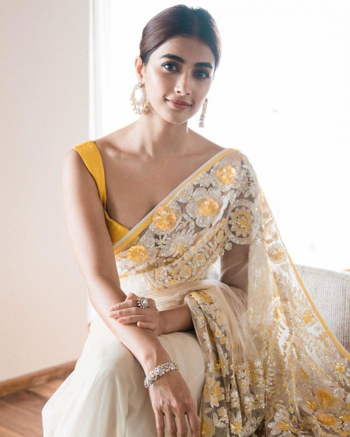 Pooja Hegde Hot Navel Saree Photos