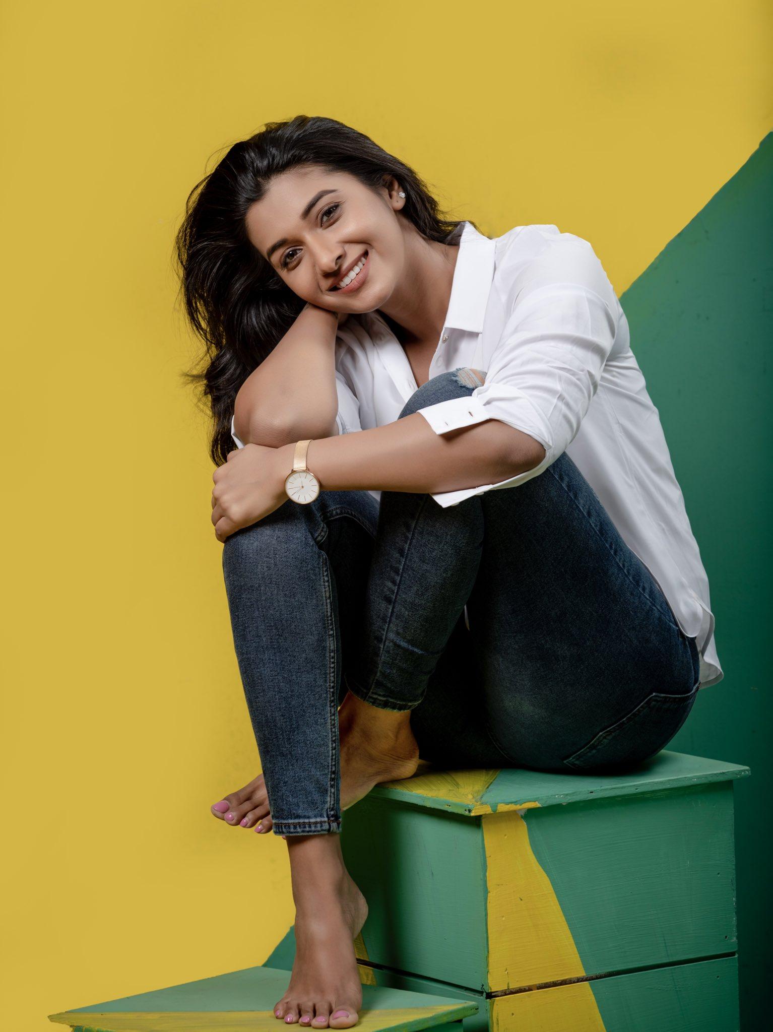 Priya Bhavani Shankar HD sexy photoshoot