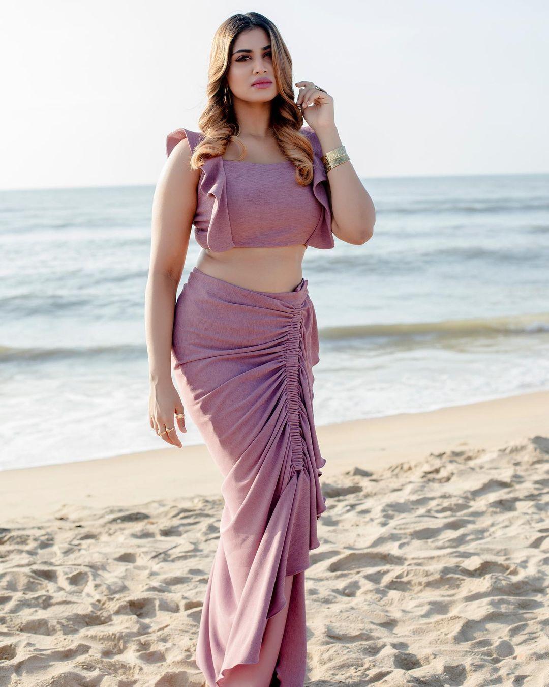 Shivani Narayanan Hot and sexy images