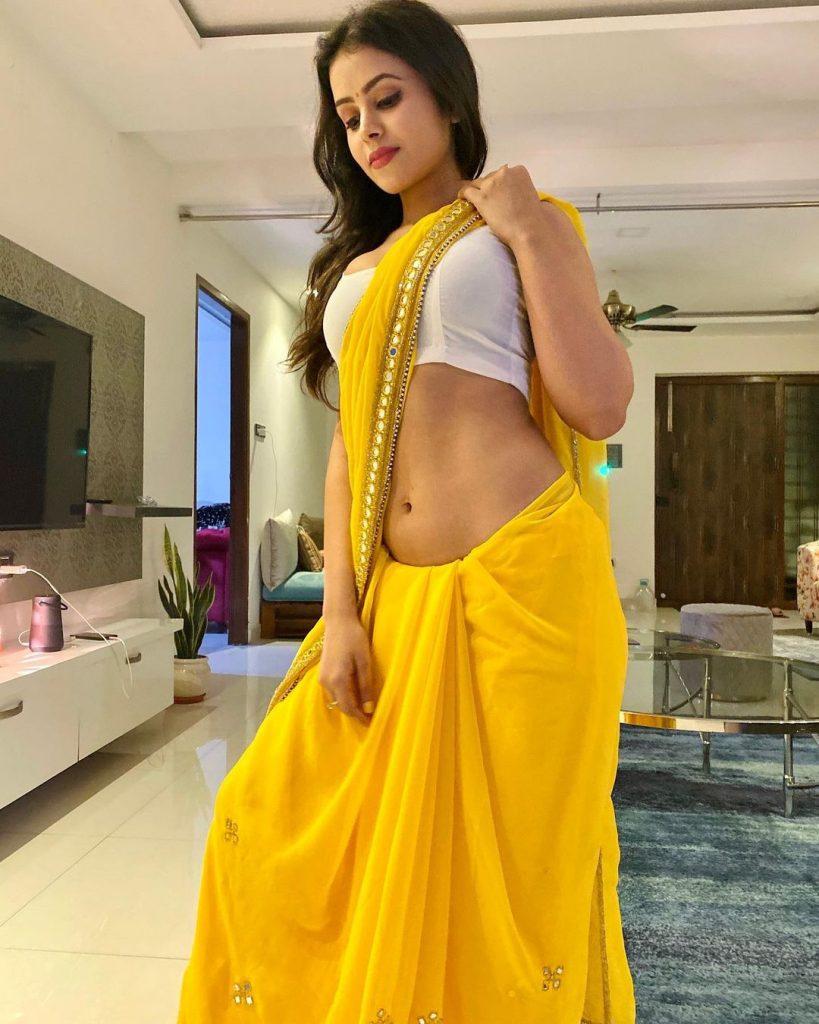 Shobhita Rana Hot Navel photo shoot