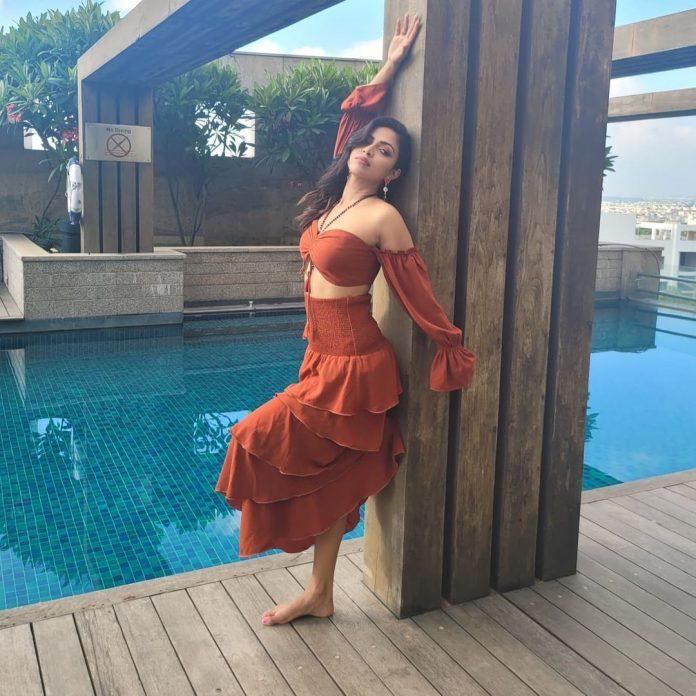 Amala Paul recent hot and navel photos