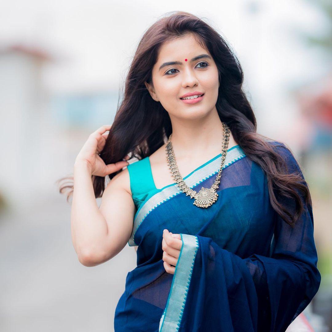 Amritha Aiyer Hot Saree Photos