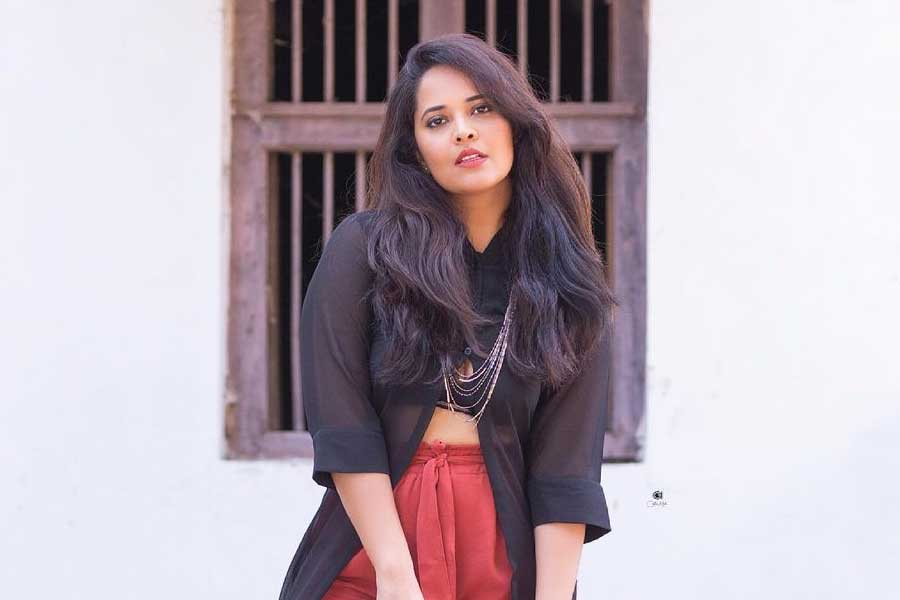 Anasuya Bharadwaj joins the shoot of Allu Arjun's Pushpa