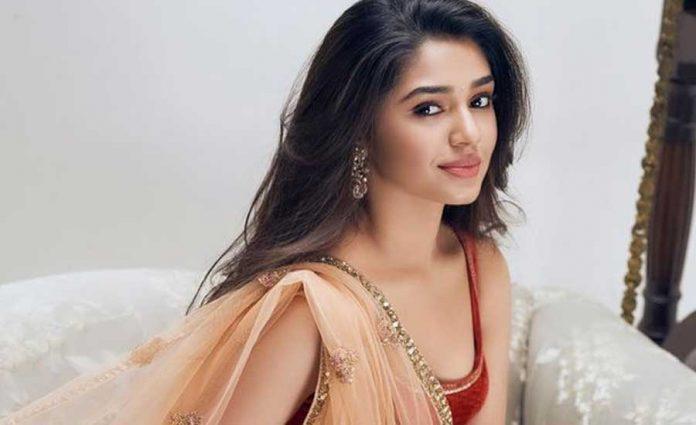 Krithi Shetty Romance with Ram charan in shankar RC15 movie
