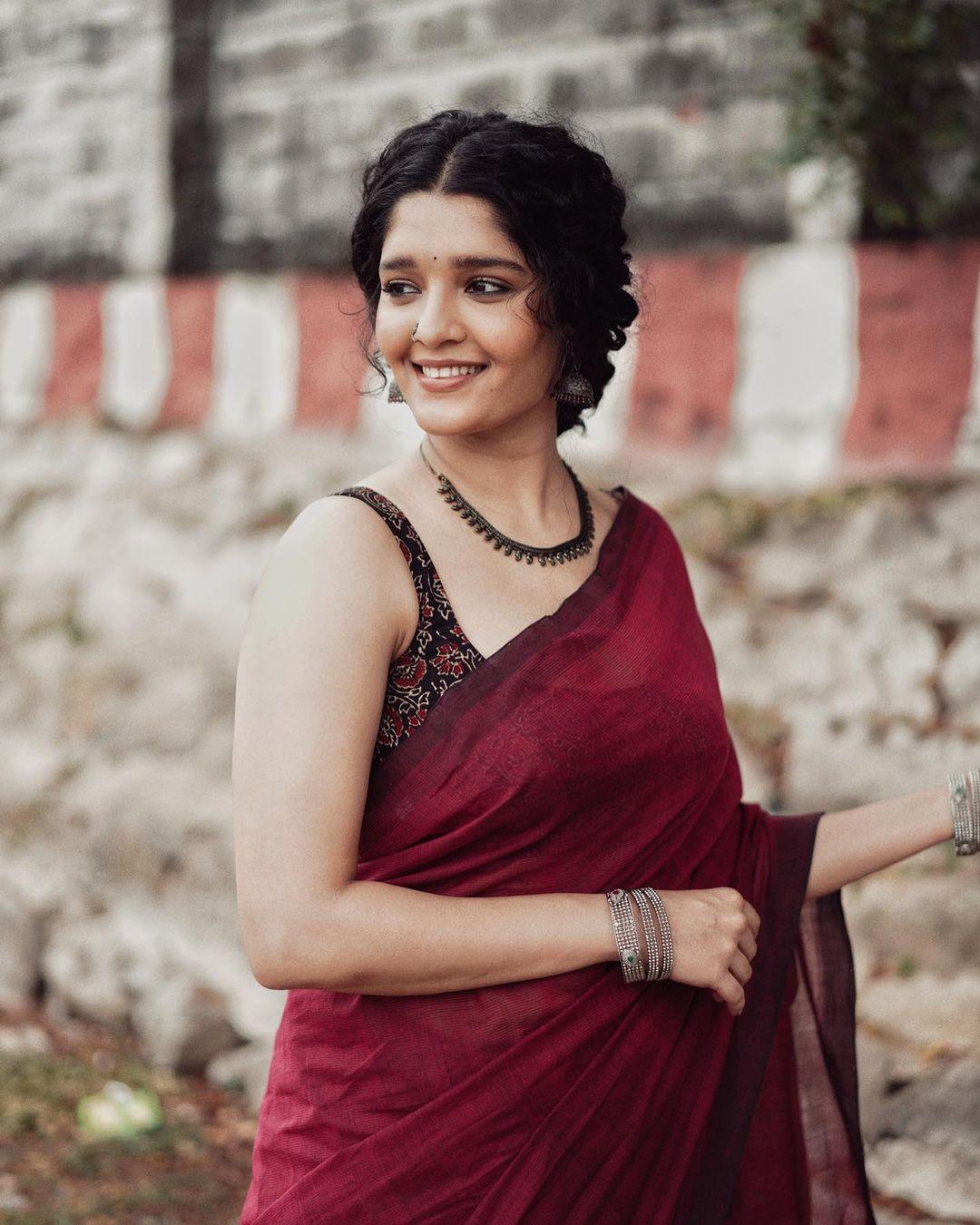 Ritika Singh Hot Saree Images