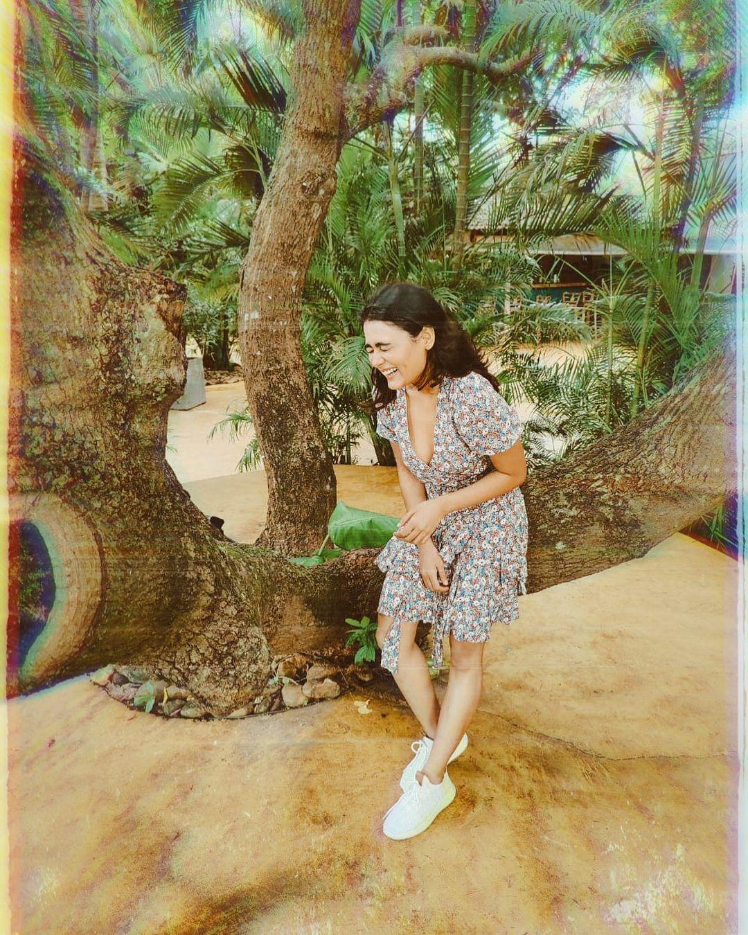 Shalini Pandey hot and navel photo shoot